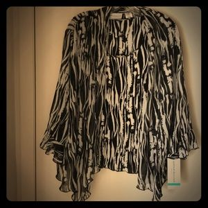 NWT 2 pc top. Shades of black gray and white